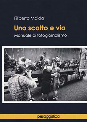 Immagine di UNO SCATTO E VIA. MANUALE DI FOTOGIORNALISMO